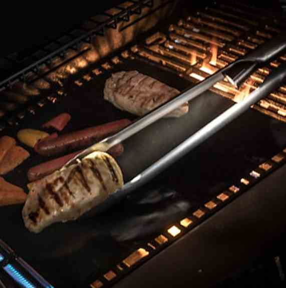 Our LED Tongs + Non-stick GrillMats make the perfect pair for gifting!
